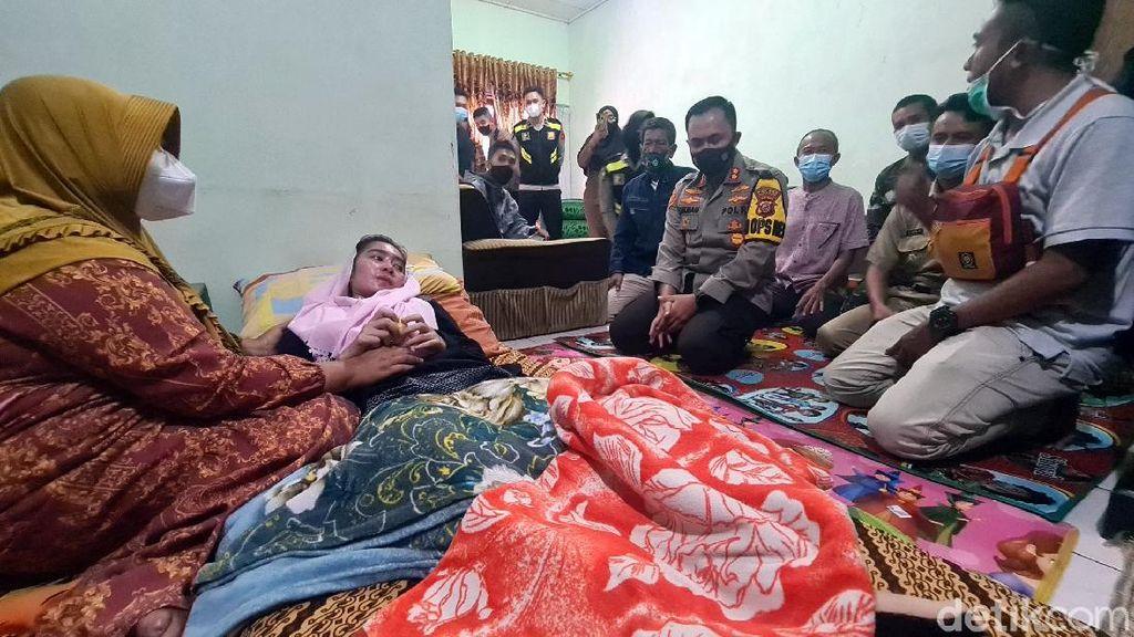 Lumpuh Gegara Idap GBS, Guru Susan Dapat Bantuan Jokowi