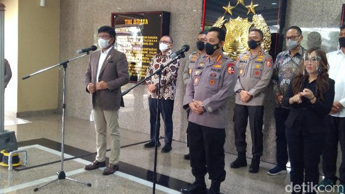 Jumpa pers Menkominfo Jhonny G Plate bersama Kapolri Jenderal Listyo Sigit Prabowo soal upaya mewujudkan 4G di 83.548 desa dan kelurahan di Indonesia (Adhyasta Dirgantara/detikcom)