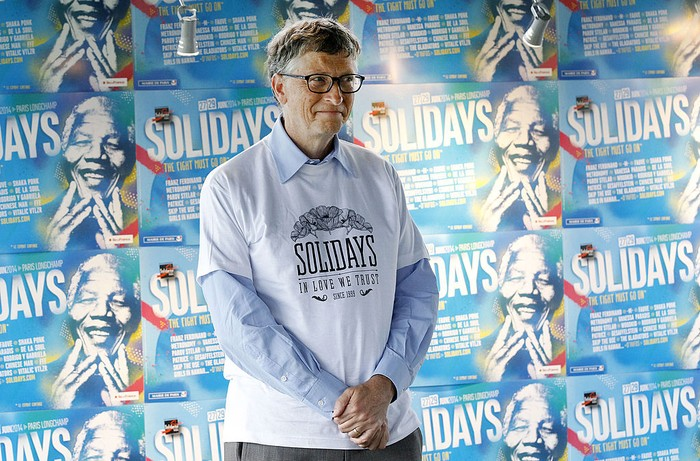 PARIS, FRANCE - JUNE 27:  Bill Gates, the co-Founder of the Microsoft company and and co-Founder of the Bill and Melinda Gates Foundation, poses prior a press conference at the Solidays festival, on June 27, 2014 in Paris, France. Bill Gates visited the 16th edition of the Solidays music festival, dedicated to the fight against AIDS.  (Photo by Thierry Chesnot/Getty Images)