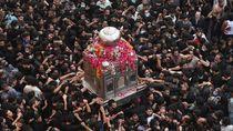Ribuan Orang di Pakistan Hadiri Acara Keagamaan, Banyak yang Tanpa Masker