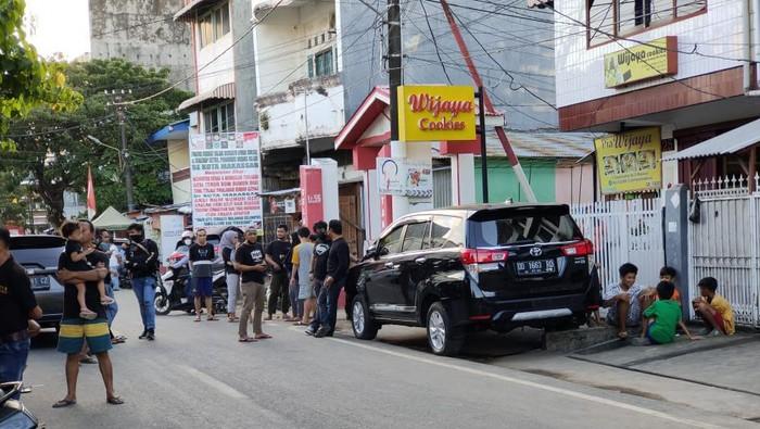 Penggeledahan eks markas FPI di Makassar oleh Densus 88 (dok. Istimewa).