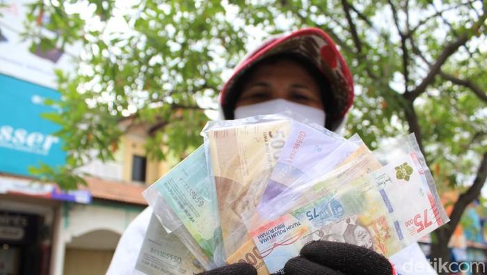 Penukaran uang pecahan Rp 75 ribu jadi incaran warga di Bandung