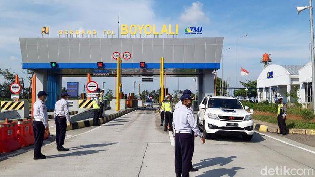 Penyekatan pemudik di exit Tol Mojosongo Boyolali, Selasa (4/5/2021)
