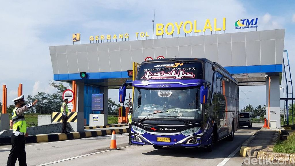 Polisi Sekat Pemudik di Exit Tol Boyolali, 3 Bus Diputar Balik