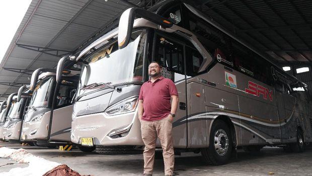 H. Hasanuddin Adnan - Komisaris Utama PT. SAN Putra Sejahtera (PO. SAN) dan Kurnia Lesani Adnan - Direktur Utama PT. SAN Putra Sejahtera (PO. SAN)