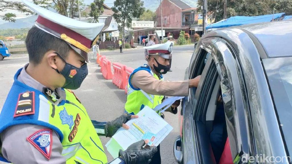 Ratusan Kendaraan Diputarbalik Petugas di Perbatasan Garut