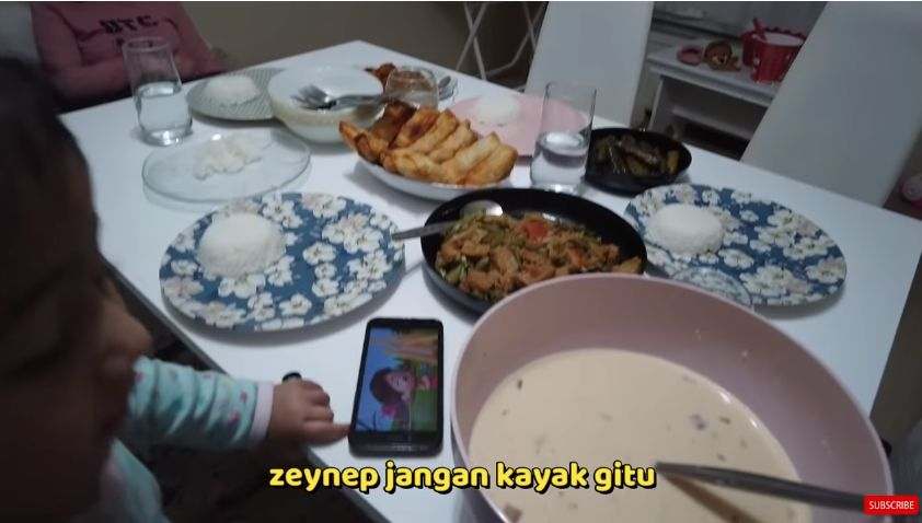 Reaksi Orang Turki Buka Puasa pakai Makanan khas Indonesia