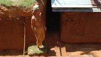 Cerita Pilu di Balik Kakek Zainuddin 2 Tahun Bangun Rumah Bawah Tanah