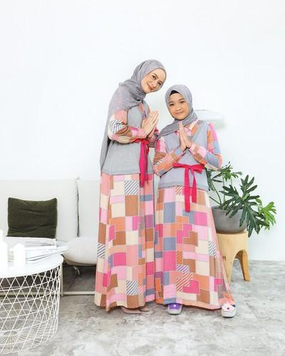 set busana muslim keluarga dan baju koko menjadi beberapa produk di kategori Fashion Muslim Tokopedia dengan peningkatan transaksi paling tinggi