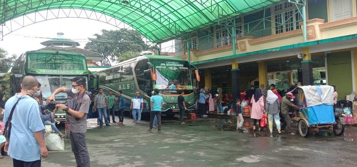Suasana loket bus ALS Medan (Ahmad Arfah-detikcom)
