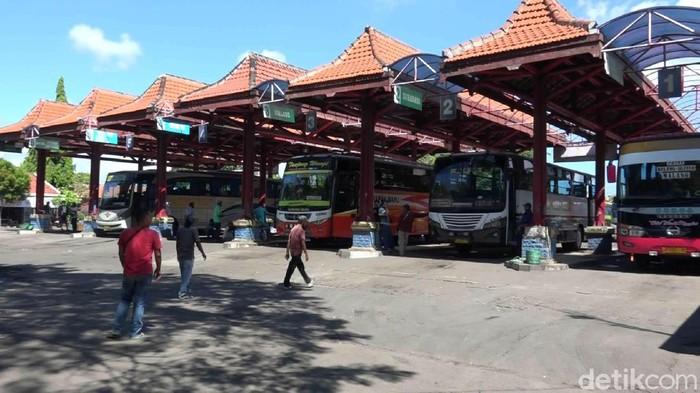 Pada masa larangan mudik 6-17 Mei,  Terminal Bayuangga tetap buka, namun bus semua jurusan dilarang beroperasi. Yang boleh hanya bus darurat.