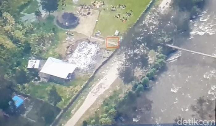 Teroris KKB merusak gedung SD-puskesmas hingga jalan di Papua.
