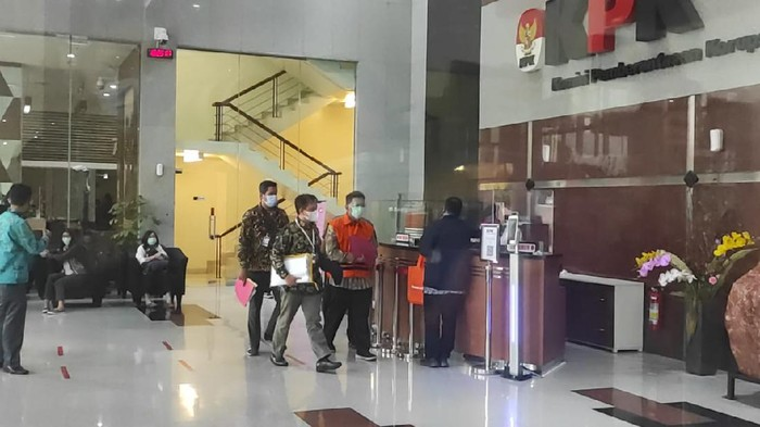 Tersangka kasus suap eks pejabat Ditjen Pajak Angin Prayitno ditahan KPK (Azhar-detikcom)