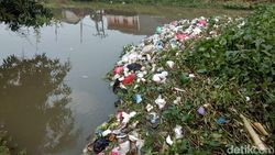 Pegiat Lingkungan Minta Pemkab Karawang Terapkan Aturan Penggunaan Plastik