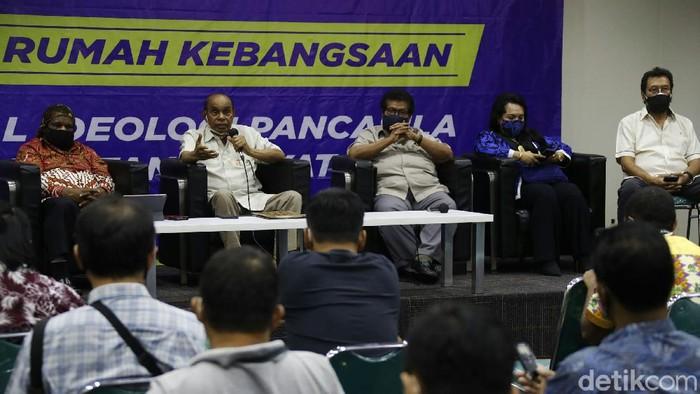 Sejumlah tokoh senior Papua berbicara kondisi Papua usai kelompok kriminal bersenjata (KKB) ditetapkan sebagai teroris.