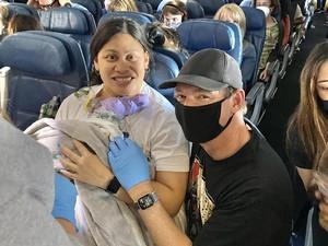 Kisah Keajaiban Wanita Melahirkan di Pesawat, Tak Sadar Hamil 7 Bulan