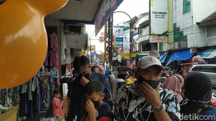 Warga Garut serbu pusat perbelanjaan jelang Lebaran