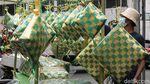 Wow! Pasar Asemka Jual Ketupat Raksasa