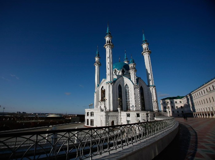 KAZAN, RUSSIA - NOVEMBER 06:  A general view of the Qolsharif Mosque in the Kazan Kremlin on November 6, 2011 in Kazan, Russia. Kazan is one of thirteen cities proposed as a host city as Russia prepares to host the 2018 FIFA World Cup.  (Photo by Harry Engels/Getty Images)