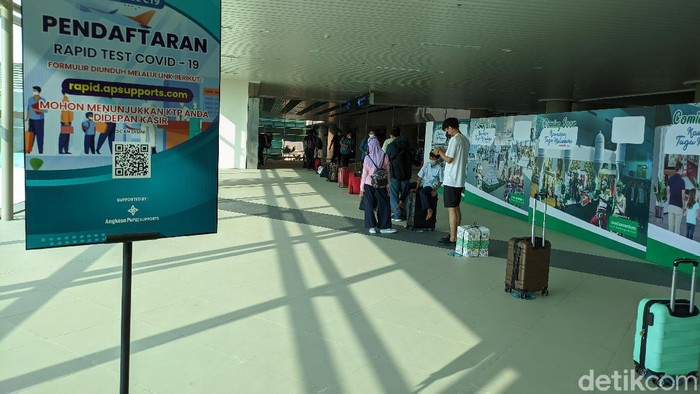 Antrean penumpang di Bandara YIA