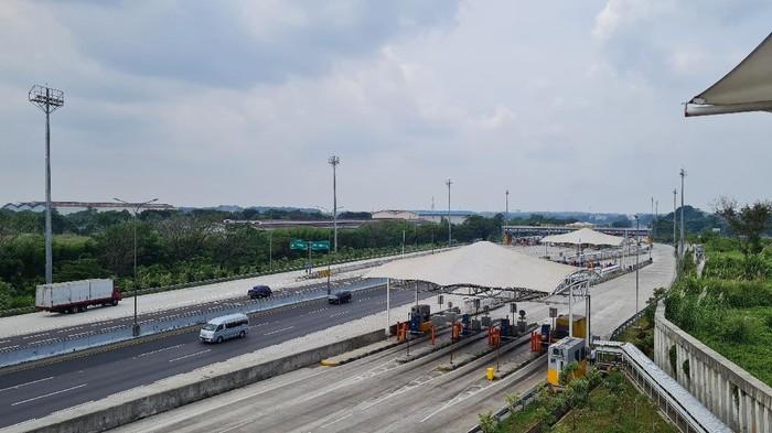Arus lalu lintas di ruas Tol Cikampek pada Rabu (5/5/2021) siang