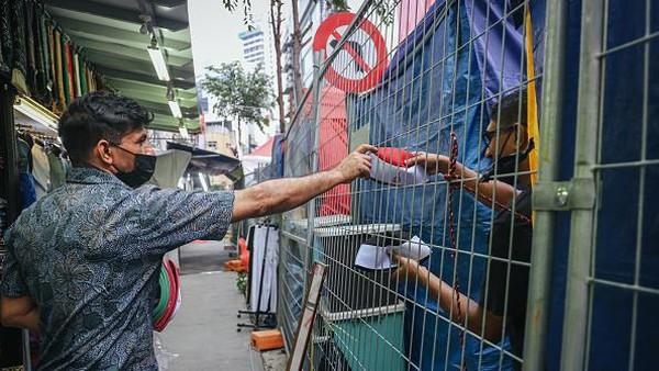 Bazar adalah kegiatan yang sangat populer di bulan Ramadhan dan bisa dinikmati oleh semua ras dan agama di Malaysia.