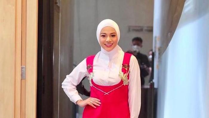 Aurel Hermansyah Berhijab