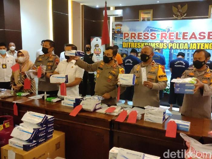 Barang bukti alat rapid test ilegal yang diungkap Ditkrimsus Polda Jateng