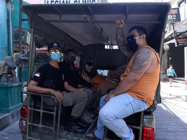 Bule tersebut awalnya mempunyai usaha di wilayah Desa Canggu, Kecamatan Kuta, Kabupaten Badung. Namun tak bisa menjelaskan bisnis apa yang dimiliki bule tersebut. Namun yang pasti, sejak Italia mengalami lockdown akibat pandemi COVID-19, bisnis bule tersebut menjadi terhenti sampai mengalami kebangkrutan.