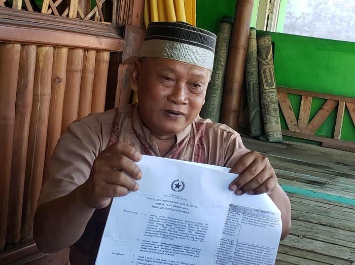 Cung Roib (60), mantan PNS yang sempat divonis hukuman mati karena kasus ganja 11 kg. Tak ada yang menyangka, kini Cung Roib menjadi guru mengaji dan tokoh agama di kampungnya.