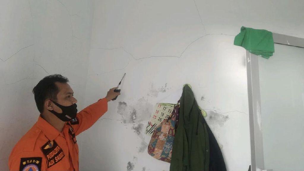 Dinding Rumah Sakit di Mentawai Sumbar Retak Akibat Gempa M 5,7