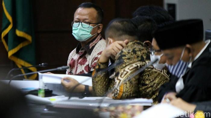 Mantan Menteri Kelautan dan Perikanan Edhy Prabowo jalani sidang lanjutan. Sejumlah saksi dihadirkan dalam sidang terkait kasus korupsi ekspor benur tersebut.