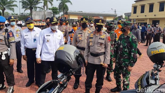 Kapolda Banten Irjen Rudy Heriyanto saat mengecek pasukan di Mapolda Banten.
