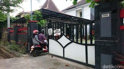 Hotel Prigi Trenggalek dipersiapkan menjadi tempat karantina para pekerja Pekerja Migran Indonesia. Mereka wajib dikaratina selama tiga hari di tempat ini.