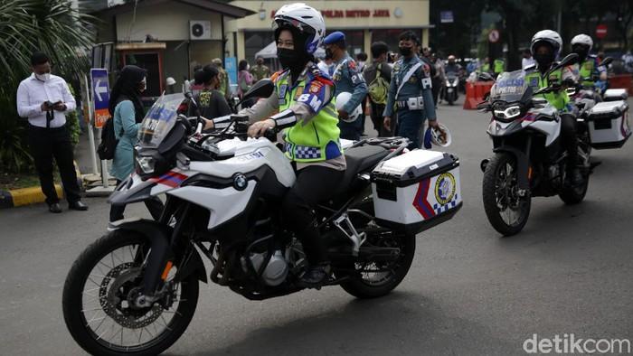 Polda Metro Jaya akan menggelar operasi 'Ketupat Jaya 2021'. Operasi ini untuk mendukung kebijakan pemerintah soal larangan mudik.
