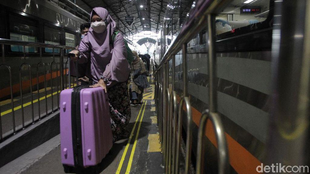 H-1 Larangan Mudik, Stasiun Yogyakarta Terpantau Ramai