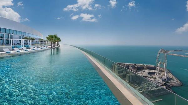 Infinity pool atau kolam renang tanpa batas terletak di lantai 77 Address Beach Resort. Tepatnya, berada di atas ketinggian 293,903 meter! (Address Hotel+Resort)