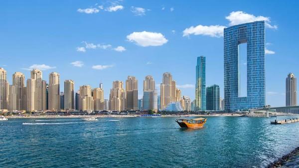 Address Beach Resort sendiri berada di lantai 63-77 Gedung Jumeirah Gate. Tepatnya di sky bridge yang juga memecahkan rekor tertinggi di dunia. (Address Hotel+Resort)