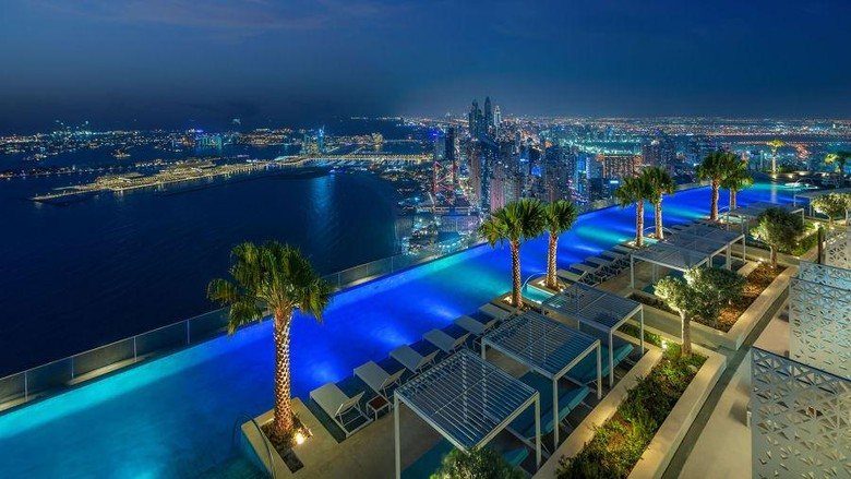 Pecahkan Rekor, Dubai Miliki Kolam Renang Tertinggi di Dunia