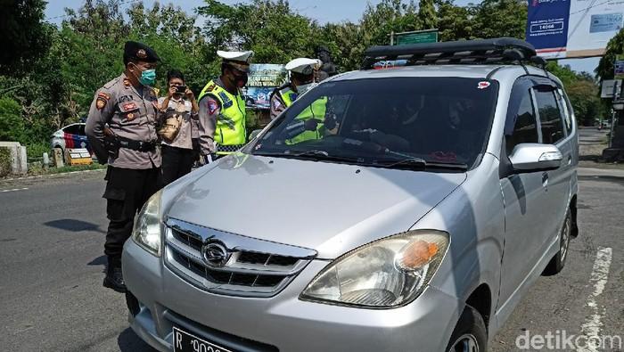 Pengetatan penyekatan menjelang mudik dilarang diterapkan di Ponorogo, yang berbatasan dengan Wonogiri, Jawa Tengah. Ada 20 kendaraan yang harus putar balik.