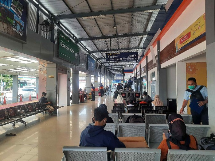 Penumpang Stasiun Pasar Turi Mulai Melonjak Jelang Larangan Mudik
