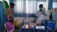 Bhabinkamtibmas Desa Belo Sumbawa Barat Dampingi Vaksinasi Lansia