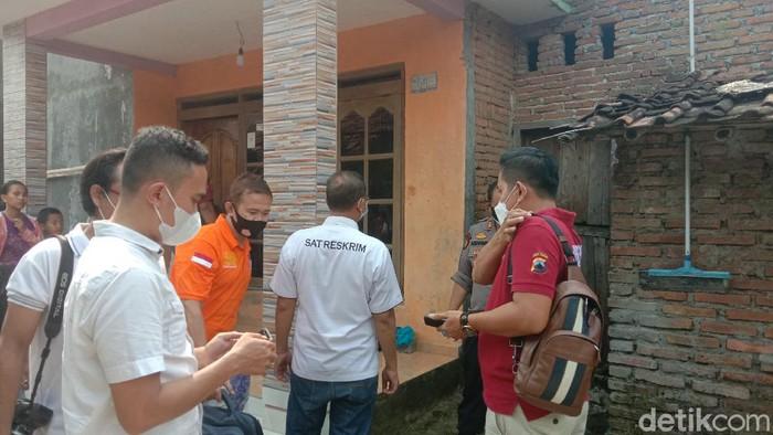 Polisi cek penemuan mayat gadis ABG di Kecamatan Kaliwungu, Kudus, Rabu (5/5/2021)