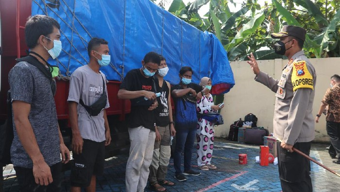 Polres Ngawi Amankan Truk Bermuatan Pemudik Dari Jakarta