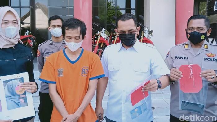 Polisi Surabaya mengungkap kasus perdagangan orang. Satu orang sudah diamankan dan berstatus sebagai tersangka.
