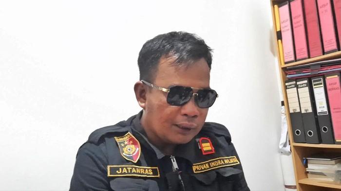 Pria bernama Arpan, warga Palembang, mengaku sebagai polisi dan menipu