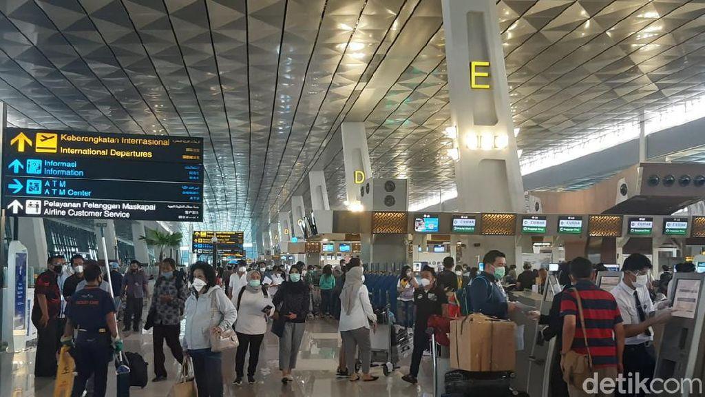 Penampakan Keramaian di Bandara Soetta Jelang Larangan Mudik