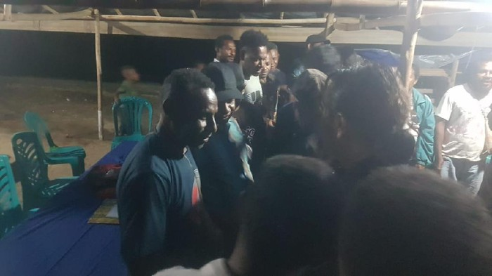 Sebanyak 17 orang anggota OPM Negara Republik Federal Papua Barat (NRFPB) menyatakan kembali ke pangkuan NKRI. (Dok Satgas Nemangkawi)