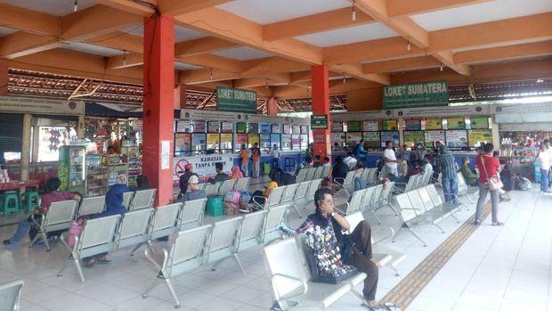 Sehari Jelang Larangan Mudik, Terminal Kampung Rambutan Sepi