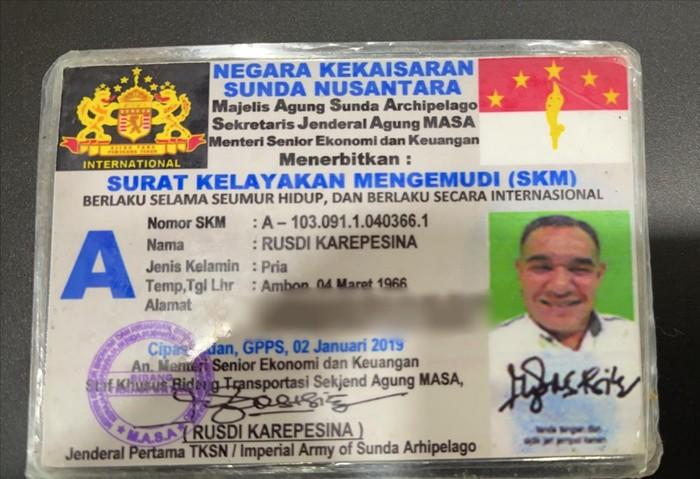 SIM Negara Kekaisaran Sunda Nusantara milik pengemudi Pajero.